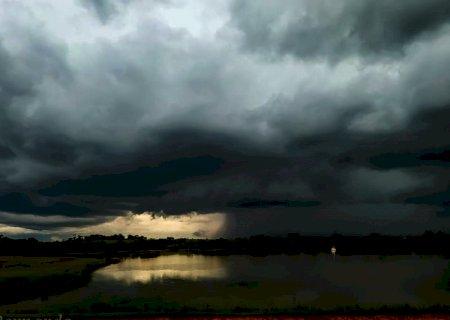 Vicentina, Fátima do Sul, Jateí, Caarapó, Dourados e cidades da região estão em alerta para risco de tempestades