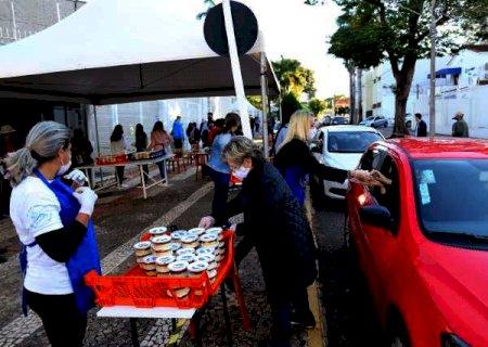 Com todos bolos vendidos, igreja prepara mais 1,2 mil para dia de Santo Antônio