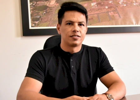 Presidente Júlio Buguelo trabalha incansável em busca de melhorias para a população, e Legislativo adquire ambulância de 190 mil para Glória de Dourados