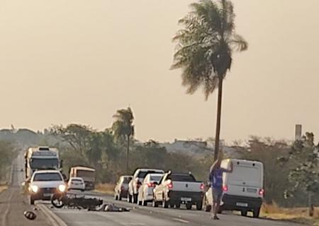AGORA: Motoqueiro morre em acidente entre Fátima do Sul e Dourados na BR-376