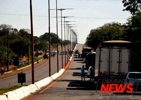 Indígenas encerram bloqueio e liberam rodovia entre Dourados e Itaporã