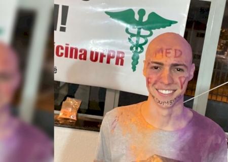 Após erro em lista de aprovados da UFPR, jovem que raspou cabelo para comemorar perde vaga: \'Noite inteira sem dormir\'