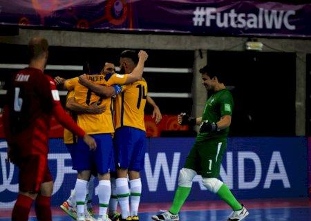 Brasil goleia República Checa na Copa do Mundo e se mantém 100%