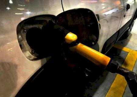 Preço dos combustíveis é tema de reunião entre Bolsonaro e Lira